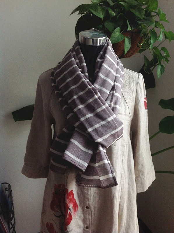 college cotton stole with stripes