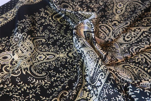 antique paisley design promotional cheap square silk scarves (3)