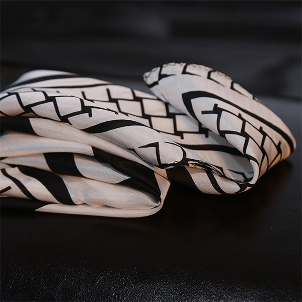 business gifts black white check scarf of 100 silk habotai (2)