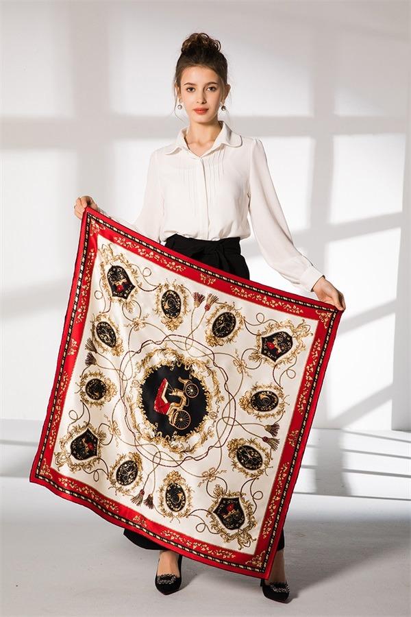 elegant silk scarf hand rolled (1)