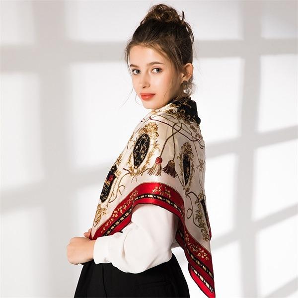 elegant silk scarf hand rolled (3)
