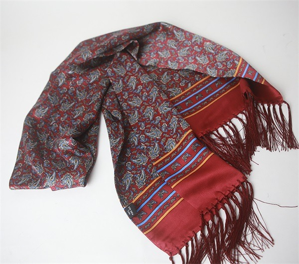 luxury mens tassel silk scarf with classic paisley design (1)